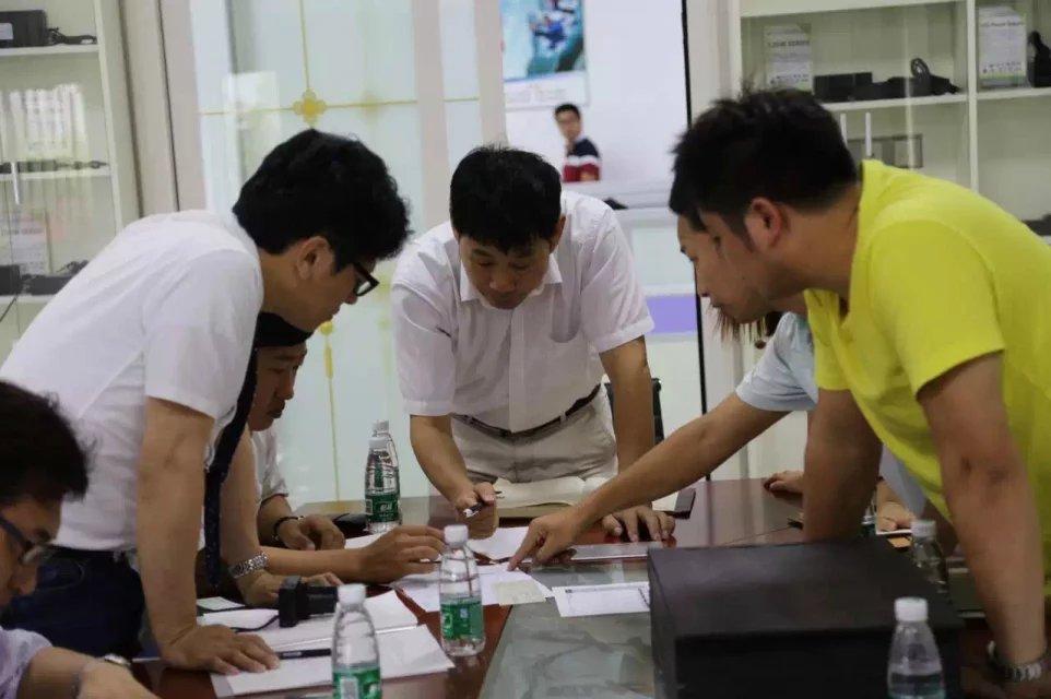 日本客户冒雨来访我司探讨定制大功率电源