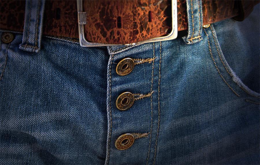 百强橡塑-男士腰带,时尚腰带,全能皮腰带, 高分子材料腰带-穿戴图(1).jpg